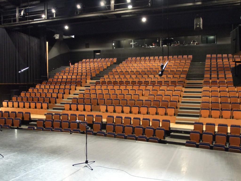 Auditorium bleu pluriel